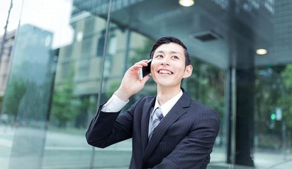 限度額アップの電話がきて喜ぶ人イメージ