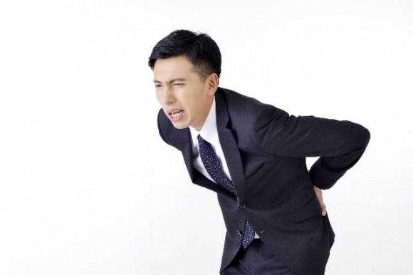 治験で腰痛を治したい男性
