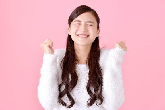 V-netの評判を聞いて喜ぶ女性